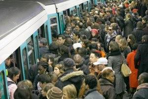 Foule dans le métro parisien (Reuter)
